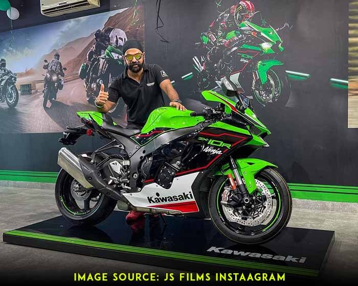 Jasminder singh (Jaysn) with his 2021 Kawasaki ZX10R